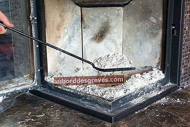 Recyceln Sie die Asche des Kamins, um das Haus zu reinigen