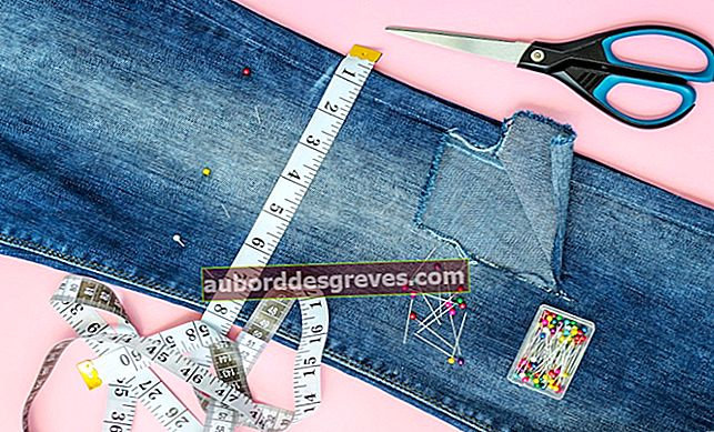 Suggerimenti diversi per riparare jeans usurati o perforati