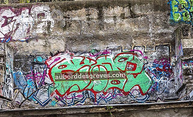 Wie entferne ich Graffiti von einer Außenwand?
