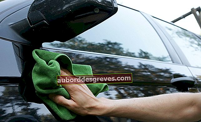 Come pulire la resina degli alberi da un'auto?