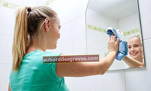 Pulisci gli specchi di casa con l'aceto